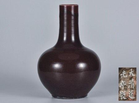 红釉天球瓶