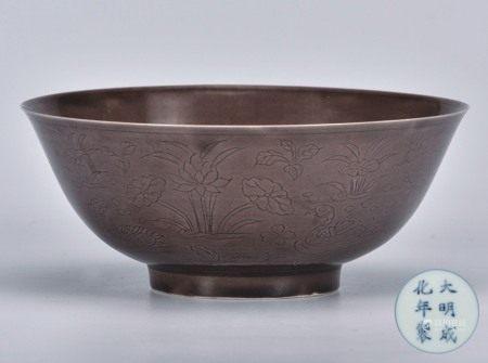 茄皮紫釉花卉碗