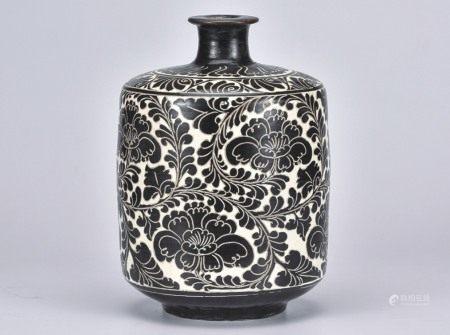 磁州窑缠枝牡丹瓶
