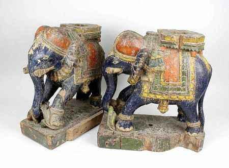 Paar Holzelefanten, Indien, 19. Jh., Teile eines Sockels, Holz geschnitzt und farbig gefasst,
