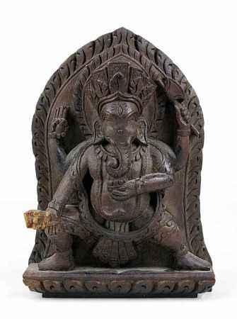 Kleines indisches Relief mit vierarmigem Ganesha, aus tropischem Hartholz geschnitzt, eine rechte