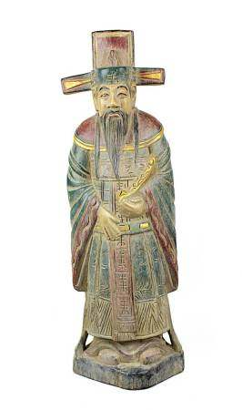 Holzfigur eines chinesischen Würdenträgers mit hohem Hut und langem Vollbart, 2. H. 20. Jh., aus