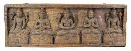 Südindisches Relief, Teakholz geschnitzt, mit 3 Götter- und 2 Beterfiguren, alle frontal und auf