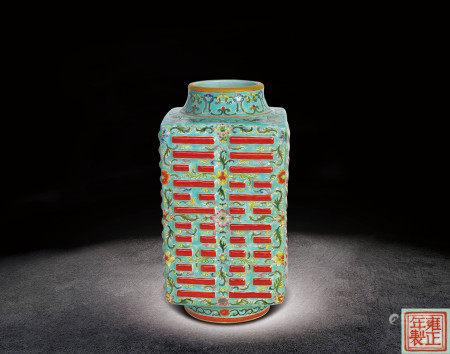 清  粉彩花卉紋琮型瓶