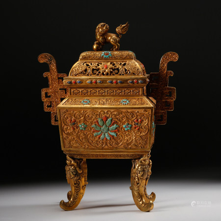 LARGE GILT BRONZE FOOLION COVER CENSER, QING DYNAS
