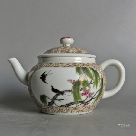 FAMILLE ROSE PORCELAIN TEAPOT WITH MARK