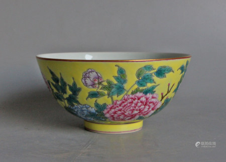 YELLOW GROUND FAMILLE ROSE PORCELAIN BOWL, QING DY