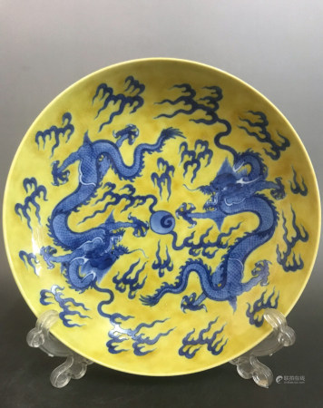YELLOW GROUND BLUE WHITE PORCELAIN PLATE, QING DYN