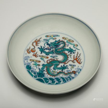 CHINESE DOUCAI PORCELAIN PLATE, QING DYNASTY