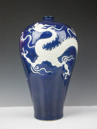 BLUE WHITE DRAGON MEIPING VASE