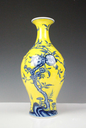 YELLOW GROUND BLUE WHITE PORCELAIN VASE, QING DYNA