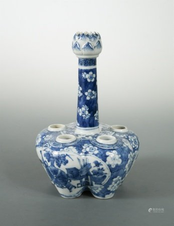 A Chinese blue and white export porcelain quintal vase/bulb pot, Qing Dynasty, late 19th century,
