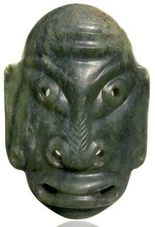 Nephrite mask, to be used as a pendant. China / Mongolia XIX - XX centuty. Cm 12.50 x 11