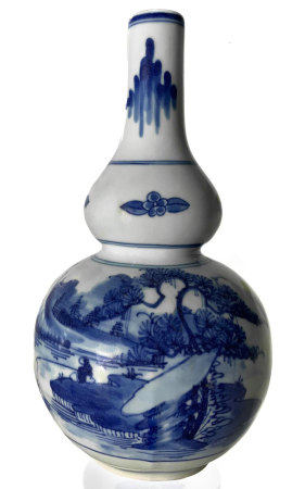 "Porcelain vase, with decorations depicting a river landscape in blue / white, with ""long life"""