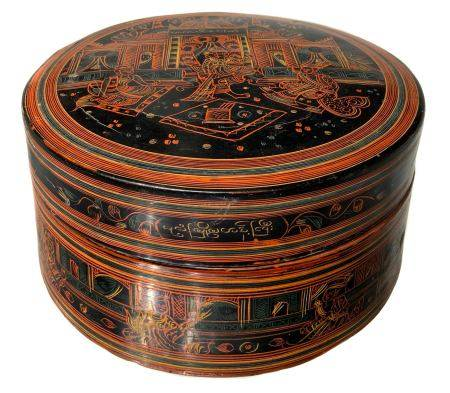 Box bamboo lacquered in red and black and decorated on all surfaces. Myanmar, XIX- XX century. 18 x