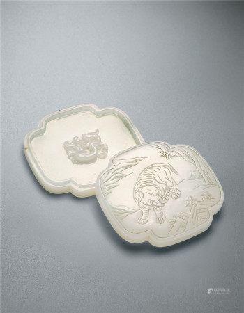 清乾隆 白玉太平有象海棠型盖盒
