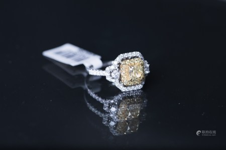 A FANCY YELLOW DIAMOND RING, AIG CERTIFIED