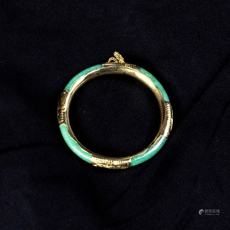 A JADEITE BANGLE BRACELET WITH 14K YELLOW GOLD HINGE