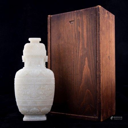 A CHINESE WHITE JADE VASE AND COVER, QING PERIOD