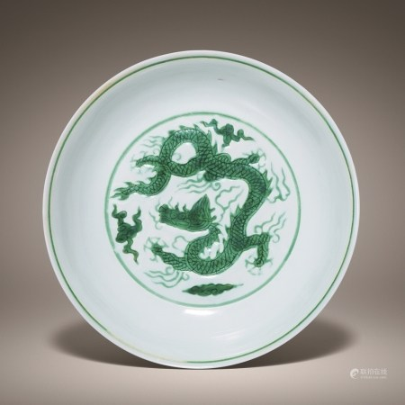 A RARE INCISED GREEN-ENAMELLED 'DRAGON' DISH, MING, HONGZHI PERIOD