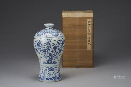 A BLUE & WHITE 'FLOWER & BIRD' MEI VASE, MING DYNASTY, JIAJING PERIOD