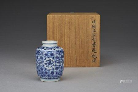 A BLUE AND WHITE SMALL JAR, QING DYNASTY, KANGXI PERIOD