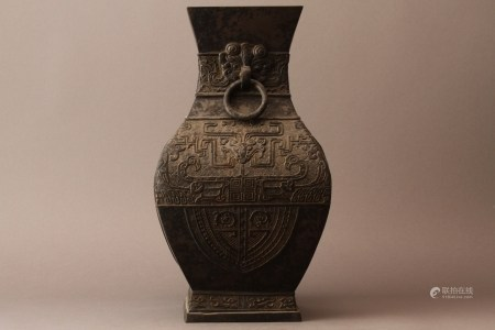 A CHINESE ARCHAISTIC BRONZE VASE, MING DYNASTY