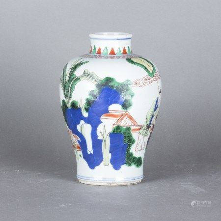 A WUCAI 'FIGURAL' VASE, MEIPING
