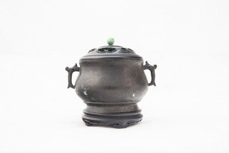 A CHINESE ANTIQUE BRONZE CENSER AND COVER, QING