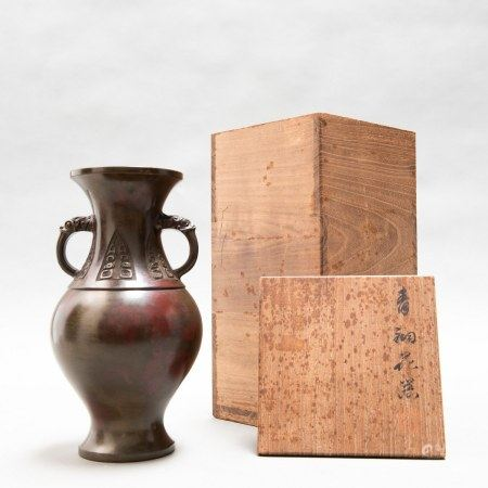 A CHINESE ANTIQUE BALUSTER BRONZE VASE, QING