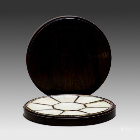 A SILVER-INLAID JADEITE PLATE WITH WOOD BOX