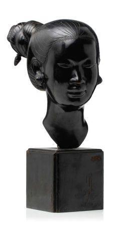VIETNAM DEBUT XXE SIECLE Tête de jeune femme annamite en bronze, les cheveux ciselés coiffés en