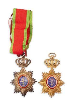 CAMBODGE FIN XIXE-DÉBUT XXE SIÈCLE Deux insignes de commandeur de l'ordre royal du Cambodge for
