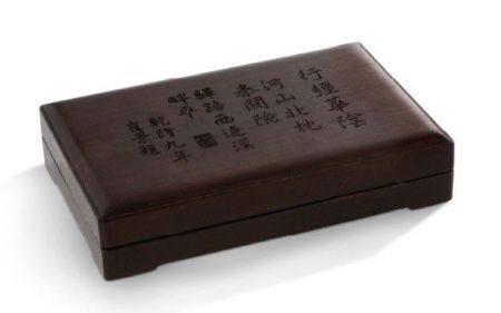CHINE FIN DE LA PÉRIODE QING Coffret d'album en bois de zitan, avec inscriptions décrivant les