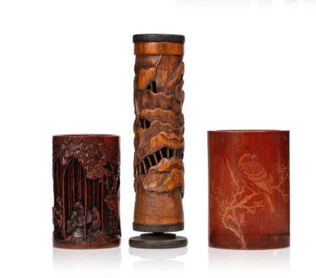 CHINE DEBUT XXE SIECLE Lot de trois objets en bambou, dont deux portes-pinceaux et un diffuseur