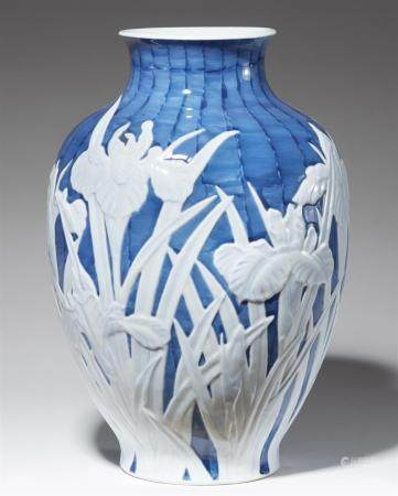 A large vase. 20th century