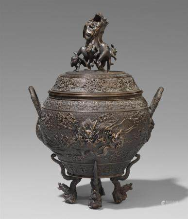 A fine large bronze lidded pot. Late 19th century