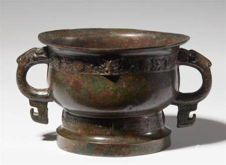 A bronze food vessel of gui type. Early Western Zhou dynasty