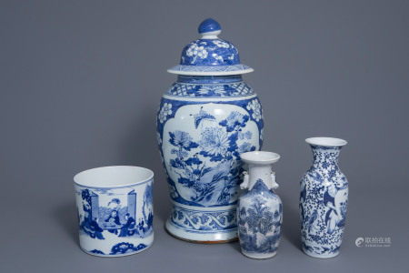 Three Chinese blue and white vases and a brush pot, 19th/20th C.