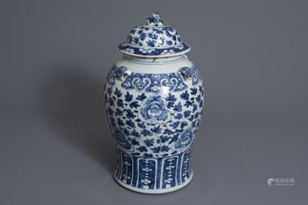 A Chinese blue and white vase and cover with floral design, 19th C.