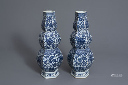 A pair of Chinese blue and white hexagonal triple gourd vases with floral design, 19th C.