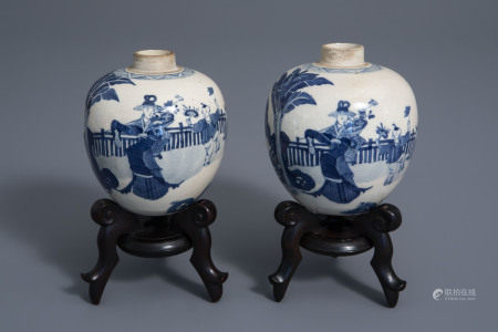 A pair of Chinese blue and white jars with figures in a garden, Kangxi mark, 19th/20th C.
