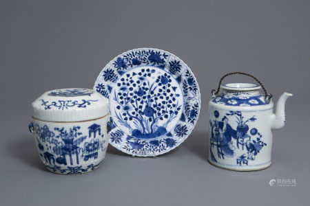 A Chinese blue and white teapot, a covered box and a plate, 19th C.