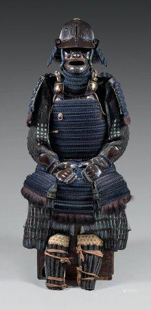 Armure complète en KITTSUKE-KOZANE, en fer Laqué noir.Casque