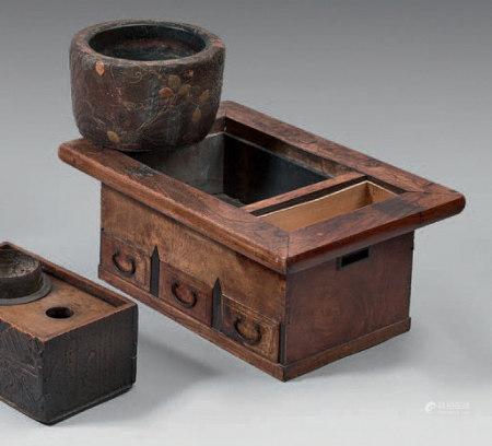 HIBACHI, meuble en bois naturel, trois tiroirs en façade.Fin