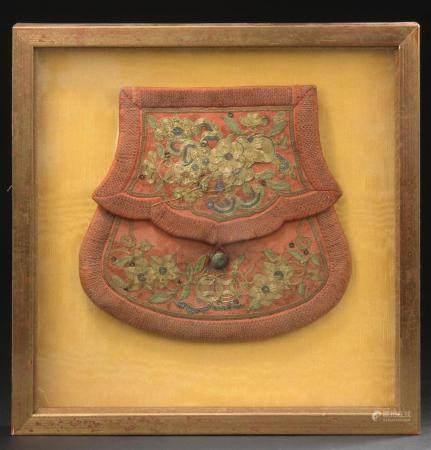 Bourse en soie brodéeChine, époque Guangxu (1875-1908)À décor