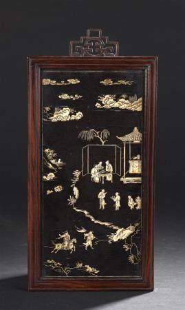 Panneau en bois laqué et incrustations d'osChine, XVIe-XVIIe