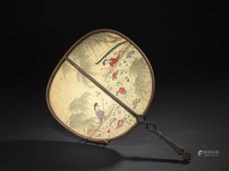 Éventail en bois laqué et papier brodéChine, XIXe siècleUne f
