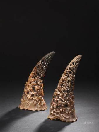 Paire de grandes coupes libatoires en corne de rhinocéros blo