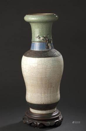 Grand vase en faïence de NankinChine, première moitié du XXe